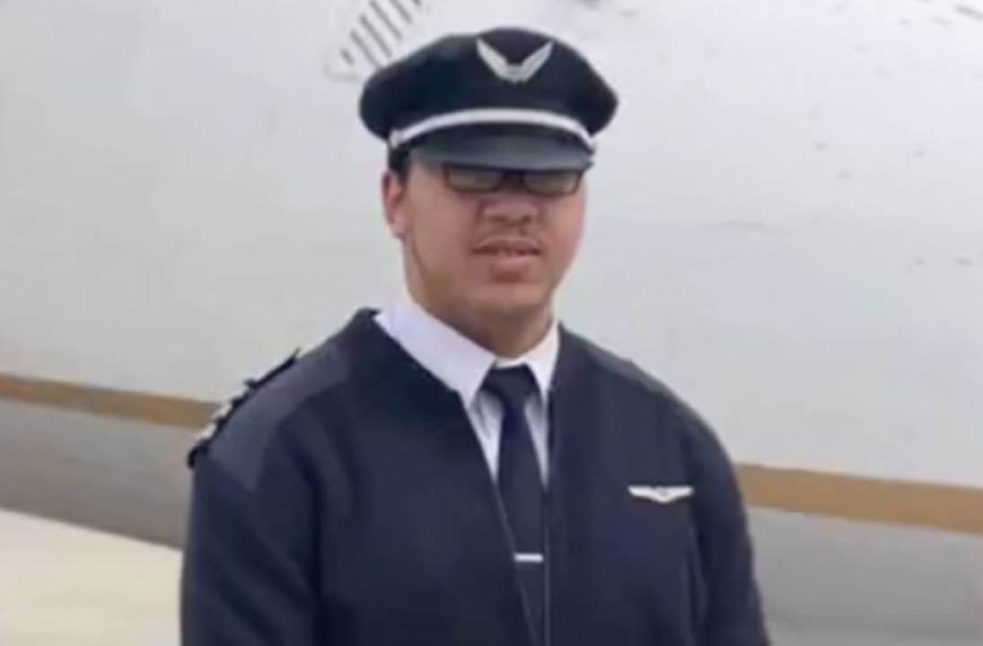 23-year old becomes youngest to be certified as a Boeing 777 pilot